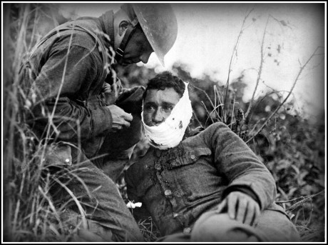 treating-an-injured-soldier-border